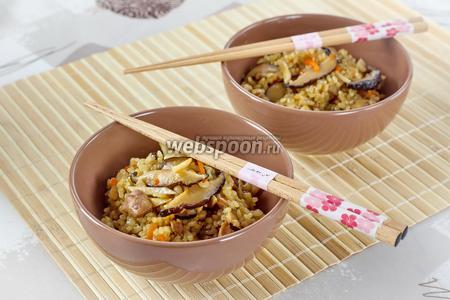 Рис с овощами и курицей гомоку гохан