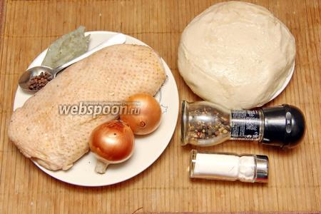 Для приготовления нам понадобится гусиное филе, тесто для пельменей по любимому  рецепту, лук, перец, соль и перец горошком, лавровый лист для варки.