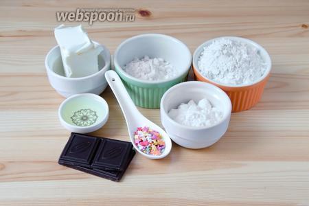 Для шоколадных палочек нам понадобится яичный белок, мука, картофельный крахмал, сливочное масло, сахарная пудра, тёмный шоколад и кондитерская посыпка.