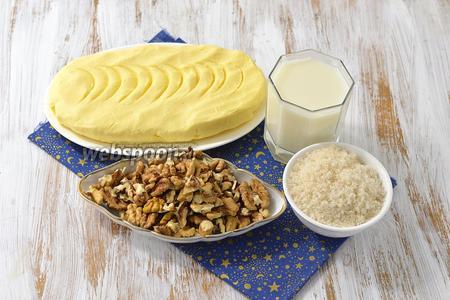 Для крема нам понадобится сливочное масло, грецкие орехи, молоко, сахар.