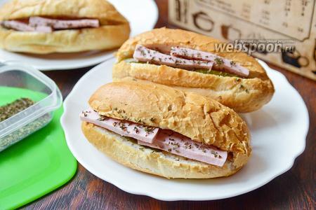 Хот-дог с колбасой