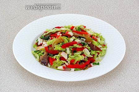 Подать салат хорошо охлаждённым.
