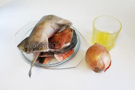 Для начинки можно взять любую не костлявую рыбу, а можно взять остатки разной рыбы — у меня горбуша, кета, хребты и хвосты морского окуня, трески.