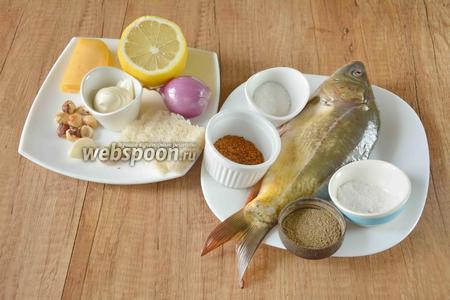 Для приготовления необходим карп, сыр твёрдый, лук фиолетовый, лимон, чеснок, хлеб белый, фундук, майонез, соль, перец острый молотый, сахар, специи для рыбы.