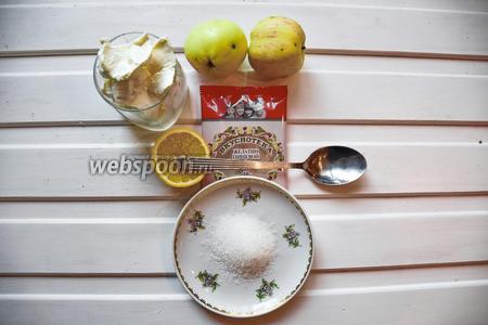 Мусс с зелёным яблоком. Ингредиенты: яблоки, сахар, лимонный сок, сливки, желатин, ром.