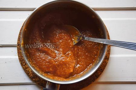 Слегка нагреть смесь и растворить в ней желатин.