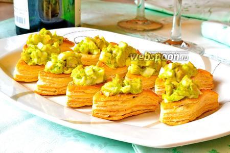 Тарталетки с печенью трески и луком