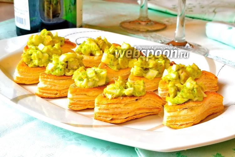 Фото Тарталетки с печенью трески и луком