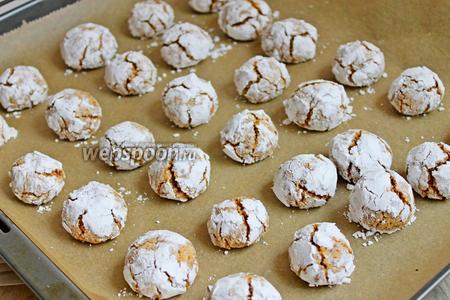 Готовые печенья достаём и даём им полностью остыть.
