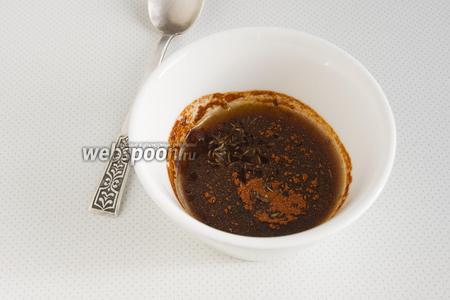 Смешайте соевый соус и растительное масло, добавьте паприку и тмин (тмин желательно немного потолочь). Перемешайте.