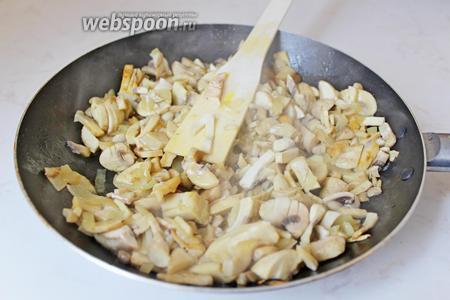 Обжарить на смеси сливочного и растительного масла до мягкости. Приправить по вкусу.