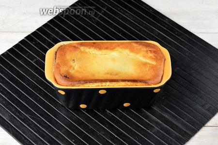 Готовить в предварительно разогретой до 160°С духовке до готовности и золотистого цвета сверху (приблизительно 40 минут).