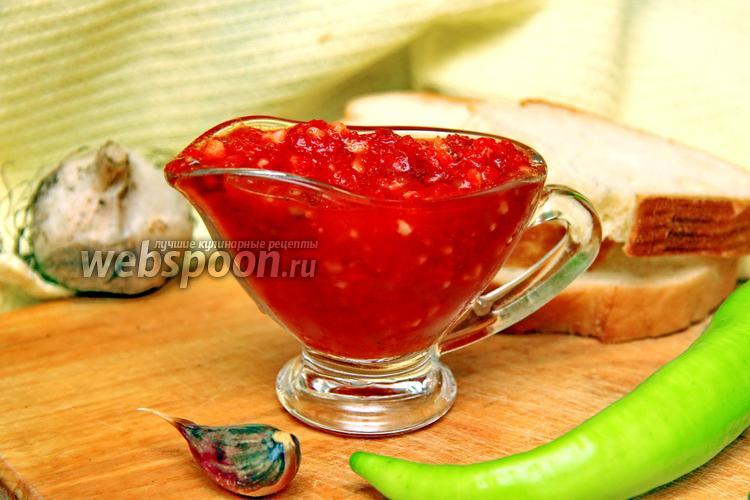 Фото Аджика из помидор и чеснока с варкой на зиму