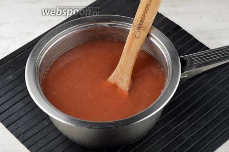 Довести до кипения и готовить, помешивая, 7-8 минут.