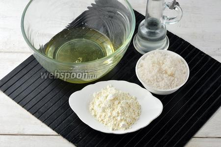 Пока масса охлаждается, приготовим белковый слой. Для него нам понадобятся белки, сахар, сухой порошок ванильного пудинга (2 пачки, вес вместе 80 г), подсолнечное масло.