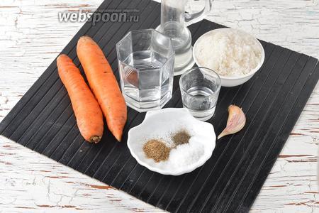 Для работы нам понадобится морковь, сахар, соль, столовый уксус, молотый кориандр, чёрный молотый перец, подсолнечное масло, вода, чеснок.