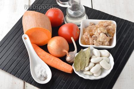 Для работы нам понадобится тыква, сухая белая фасоль, помидоры, лук, морковь, свиная тушёнка, подсолнечное масло, соль, чёрный молотый перец, лавровый лист.