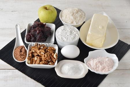 Для работы нам понадобится мука, сливочное масло, яйца, разрыхлитель, кисель (порошок), грецкие орехи, какао, сливовое повидло, сахар, вода.