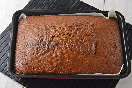 Готовить коврижку в предварительно разогретой до 180°С духовке приблизительно 35 минут (до сухой лучинки).