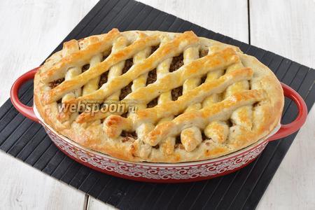 Выпекать пирог в предварительно разогретой до 170°С духовке до готовности (приблизительно 35-40 минут).