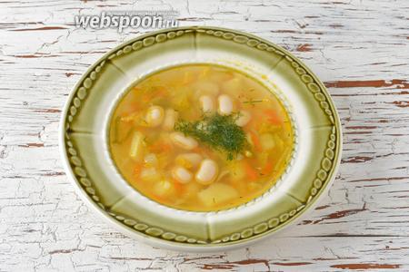 Суп с белой фасолью и свежей капустой готов.