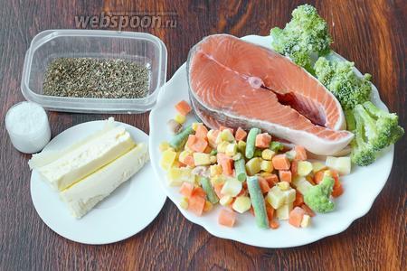 Для приготовления кеты с овощами вам понадобится брокколи, кета, базилик сухой, сливочное масло, соль, мексиканская овощная смесь (морковь, картофель, фасоль зелёная стручковая, кукуруза и грибы нарезанные).