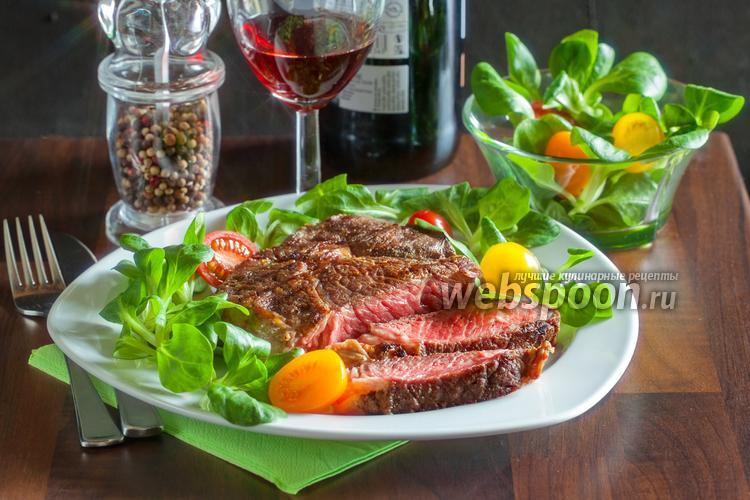 Фото Стейк из говядины на сковороде