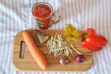 Для приготовления томатной заправки будут нужны такие ингредиенты: морковь, лук, кормовая свёкла, болгарский перец, томатный сок, подсолнечное масло.