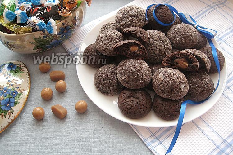 Фото Шоколадное печенье с карамелью