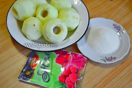 Для яблочной начинки очистить яблоки, приготовить пакетик красного быстрорастворимого желе и манку.