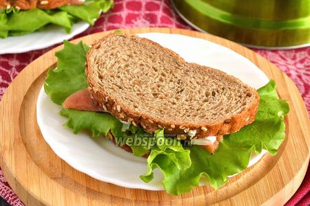 Сэндвич с красной рыбой