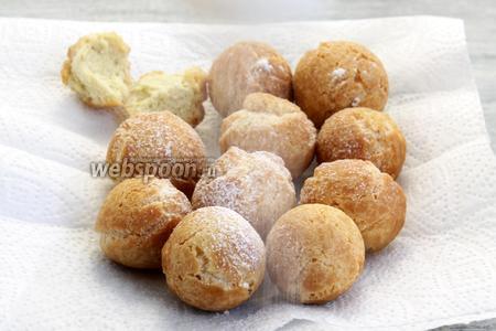 Пончики на сгущённом молоке традиционно «припудрить».
