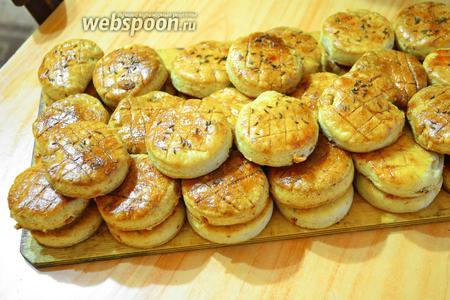 Вот такие красивые булочки, не сладкие, а солёные, но калорийные!)))