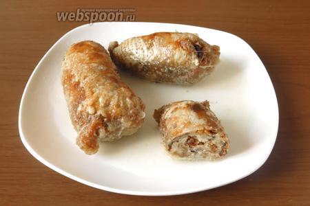 Подаём шейки холодными — классическая подача или тёплыми. Предлагаю на гарнир приготовить сливочный шпинат с яйцом, полить шейки бульоном. Приятного аппетита!