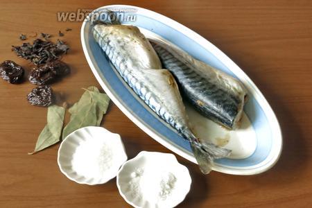 Ингредиенты: скумбрия мороженая, чай, сахар, соль, лавровый лист, душистый перец, чернослив.