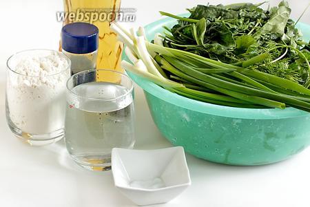 Для приготовления армянских лепёшек с зеленью возьмём разные травы. У меня это кинза, шпинат, щавель, листья одуванчика, зелёный лук и чеснок, зелёный салат, немного зелени сельдерея, укропа... Может что-то упустила. В состав разнотравья обязательно должен входить щавель, чтобы придать кислинку, и лук для полноты вкуса. Также нам понадобится растительное масло, мука, вода, перец, соль.