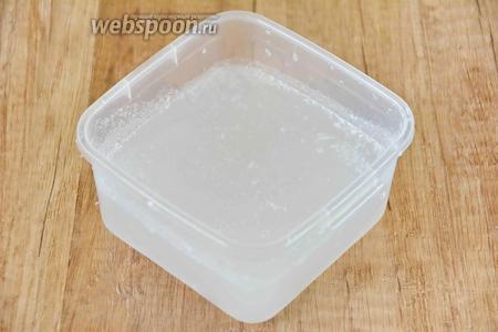 Перелейте молоко в банку, поставьте в холодильник, а затем используйте по назначению.