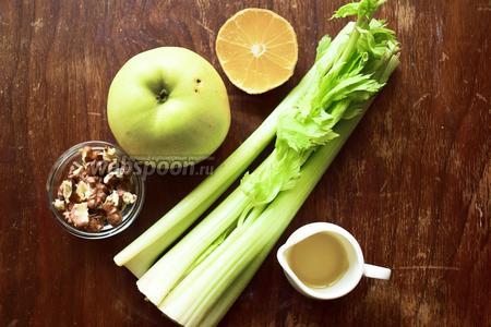 Ингредиенты: яблоко зелёное, стебли сельдерея, орехи грецкие, лимонный сок, масло оливковое.