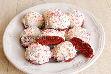 Обмазываем наши печеньки и посыпаем посыпкой любой! Всё, приятного аппетита!