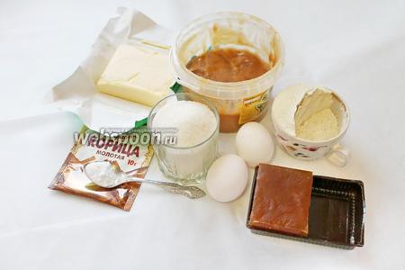 Для приготовления пряника покровского нужно взять муку, масло, яйца, сахар, мёд, соду (не гасить), корицу, мармелад, яблоко.