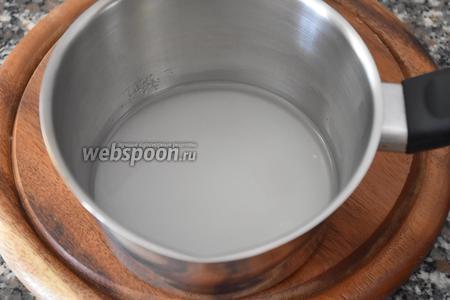 Для приготовления  сиропа сахар залить водой, довести до кипения и уварить несколько минут.