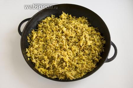 Подавайте кичари в горячем виде, желательно добавить свежую зелень в уже готовое блюдо (кинзу, петрушку).