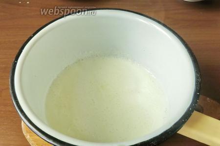 Кипятим молоко, добавляем ваниль.