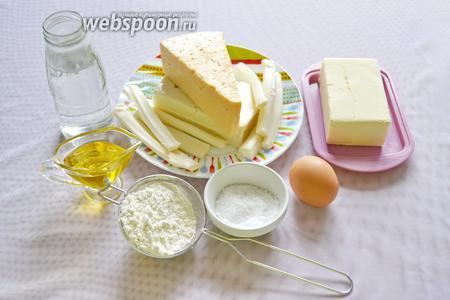 Подготавливаем необходимые ингредиенты: муку, воду, соль, яйца, сливочное и подсолнечное масло, сыр твёрдый, Сулугуни и брынзу.