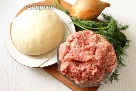 Для приготовления хинкали нам понадобится пресное тесто, фарш смешанный, соль, зелень (петрушка, кинза или укроп), вода, сметана, перец чёрный молотый, перец красный молотый, лук репчатый.