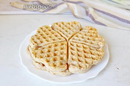 Получается довольно приличная тарелочка вафель, запросто хватит на 2 персоны. Приятного аппетита!!!