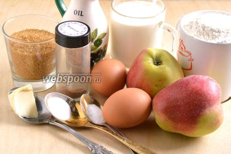 Подготовьте необходимые ингредиенты: муку, сахар, яйца, кефир, яблоки, корицу, масло, соль и соду.
