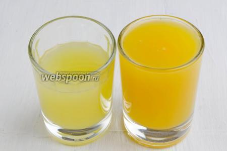Вымыть 1 апельсин и 1 лимон. Отжать сок из лимона (40 мл) и сок из апельсина (50 мл). Смешать сок и выровнять вкус, добавив нужного сока. К сладкому вкусу — апельсиновый, к кислому — сок лимона.