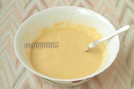 Перемешать тесто до однородной консистенции и можно печь панкейки.