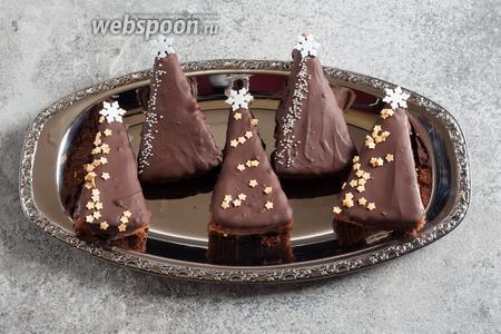 Вот такие у нас получатся ёлочки где-то через 1 час, когда шоколад застынет.
